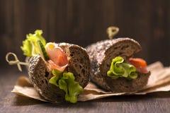 2 здоровых сандвича с ветчиной, сыром и овощами Стоковые Фото