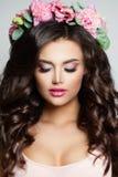 здоровье весны skincare релаксации красотки Милая модель женщины с составом Стоковое Изображение