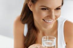 Здоровье, красота, концепция диеты 04 задействуя пить Wate Стоковые Фотографии RF