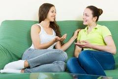 Злословить 2 вскользь женщин Стоковое Изображение RF