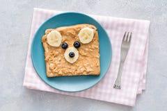 Здравица арахисового масла с стороной плюшевого медвежонка Стоковые Фотографии RF