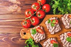 Здравица с кошерным затиром Forshmak, петрушкой и томатами вишни Стоковое Фото