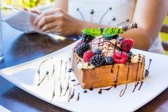 Здравица с мороженым и ягодами Стоковое Фото