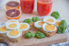Здравицы вареного яйца Стоковые Изображения