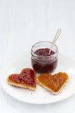 2 здравицы в форме сердца с плодоовощ сжимают, вертикальный Стоковые Изображения