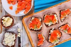 Здравицы с плавленым сыром и семгами Стоковая Фотография