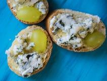 Здравицы с плодоовощами и сыром Стоковые Фотографии RF