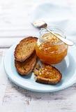 Здравицы Rye с вареньем персика Стоковое Изображение RF