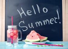 Здравствуйте! лето написанное на классн классном Стоковое фото RF