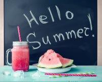 Здравствуйте! лето написанное на классн классном Стоковые Фотографии RF