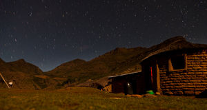 Играйте главные роли нашивки в небе на ноче Стоковые Изображения