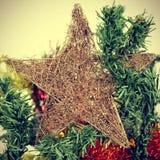 Играйте главные роли на рождественской елке, с влиянием фильтра Стоковая Фотография