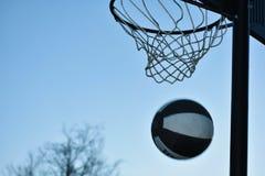 играть баскетбола Стоковые Изображения