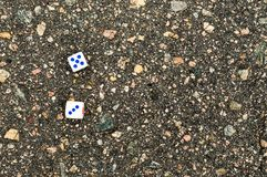 Играть блоки для казино на асфальте на левом Sade Стоковое фото RF