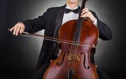 играть виолончели стоковые фото