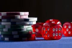 Играть в азартные игры на казино Стоковое фото RF