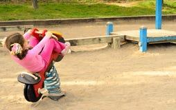 Играть в спортивной площадке Стоковая Фотография
