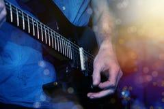 играть гитариста гитары Стоковое Изображение