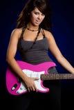 играть гитары девушки Стоковое Изображение RF