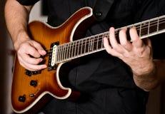играть гитары Стоковые Изображения