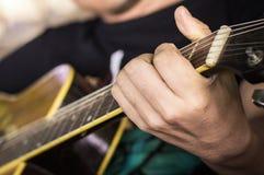 играть гитары Стоковые Изображения RF