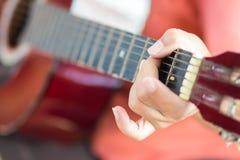 играть гитары Стоковое Фото