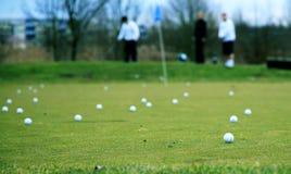 играть гольфа стоковые фото