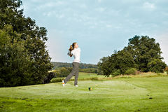 Играть гольф Стоковая Фотография RF