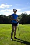 играть гольфа девушки Стоковые Изображения RF
