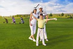играть гольфа семьи стоковое фото rf