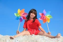 играть девушки пляжа Стоковые Изображения