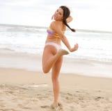играть девушки пляжа Стоковая Фотография