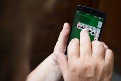 Играть игру пасьянса Стоковые Фотографии RF