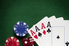 Играть карточки, обломоки покера, и dices Стоковая Фотография