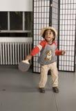 играть малыша шлема летучей мыши милый стоковое фото