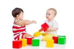 Играть малышей младенцев Стоковая Фотография RF