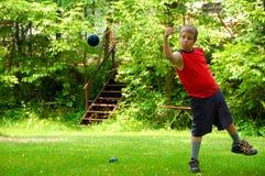 играть мальчика bocce шарика Стоковые Фотографии RF