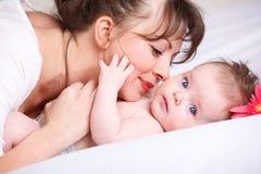 играть мамы младенца Стоковые Изображения
