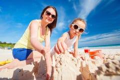 играть мати дочи пляжа Стоковое фото RF