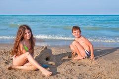 играть малышей пляжа Стоковое фото RF