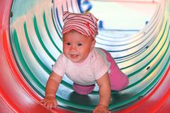 играть младенца счастливый стоковое изображение