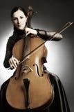 играть музыканта виолончели виолончелиста стоковые фото