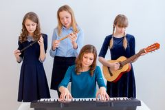 играть нот девушок Стоковое Изображение RF