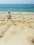 играть пляжа младенца Стоковое Фото