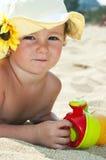 играть ребенка пляжа Стоковая Фотография RF