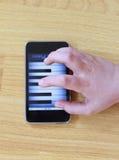 играть рояля телефона Стоковое Изображение