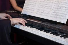 играть рояля Стоковые Изображения
