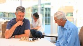 играть друзей шахмат видеоматериал
