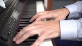 Играть рук пианиста нот рояля акции видеоматериалы