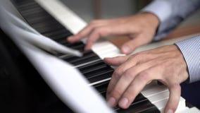 Играть рук пианиста нот рояля видеоматериал